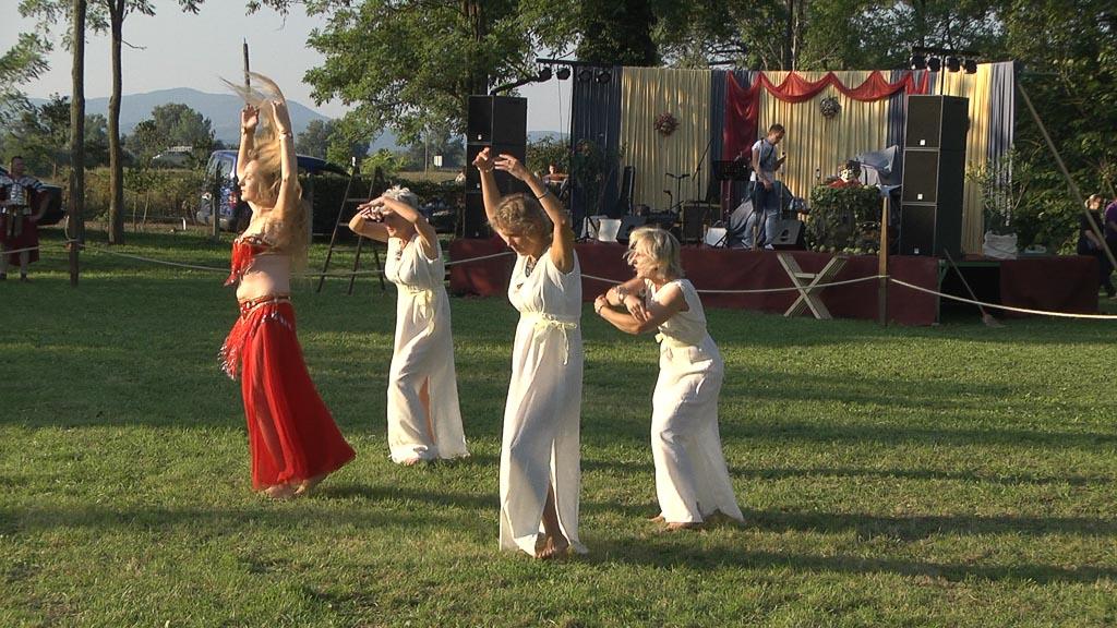 Dionizijske-svecanosti-2015 trbusni plesacice