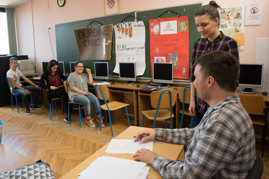 Srednja škola učenici(3)