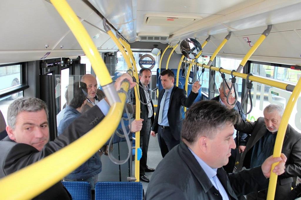 bus hibrid gradonačelnik Barišić u busu foto facebook