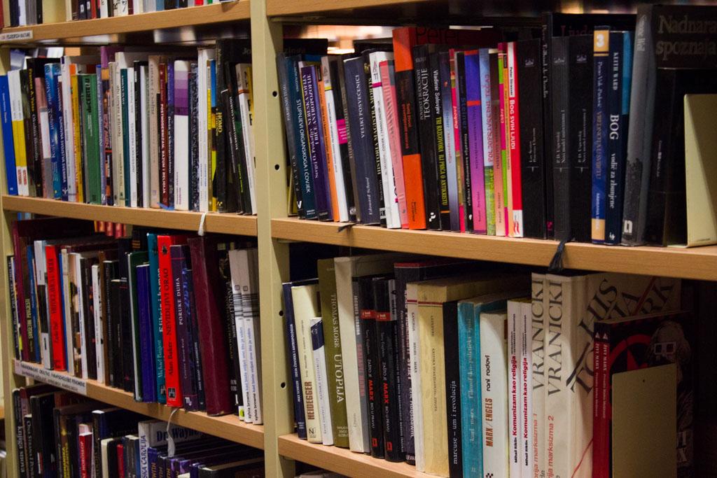 gradska knjižnica knjige police knjiga_kvgkatd (4)