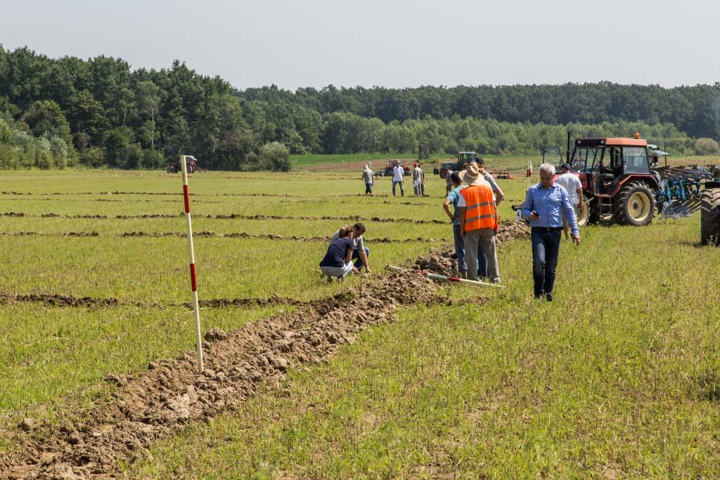 Natjecanje u oranju, oranje orači, traktori, poljoprivreda (34)