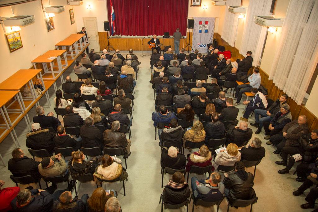 HDZ, Tomislav Lukšić, predstavljanje programa, Gradići, Društveni dom (12)