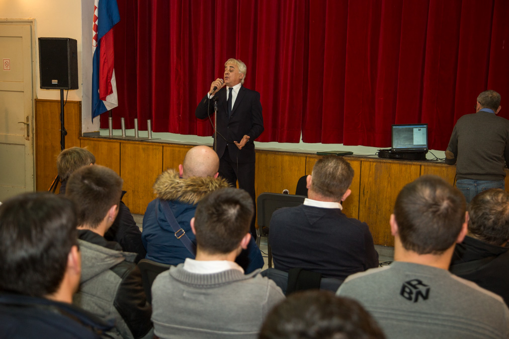 HDZ, Tomislav Lukšić, predstavljanje programa, Gradići, Društveni dom (4)