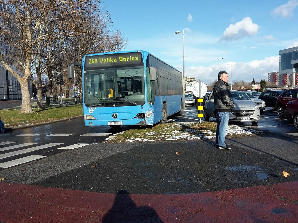 zet-bus-268-prometna-nesreca-3